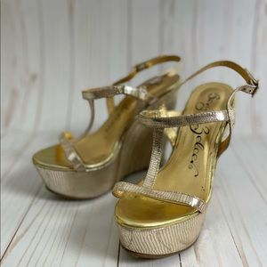 Sergio Zelcer Gold strappy wedge Sandal Size 8
